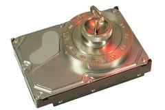 Η ασφαλής κλειδαριά εξασφαλίζει το σκληρό δίσκο στο κόκκινο Στοκ Εικόνες
