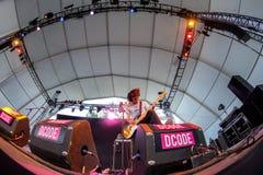 Η ατελής ζώνη συμπόνοιας στη συναυλία στο φεστιβάλ Dcode στοκ εικόνα