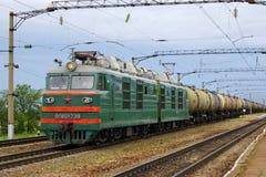 Η ατμομηχανή ή η μηχανή είναι ένας φορέας σιδηροδρομικών μεταφορών που προβλέπει την κινητήρια εξουσία για ένα τραίνο στοκ εικόνα