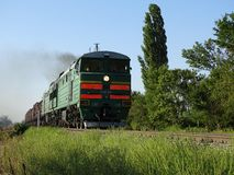 Η ατμομηχανή φέρνει το φορτηγό τρένο Στοκ Εικόνες