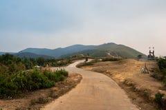 Η ατμόσφαιρα, βουνά, ουρανός, καλύπτει τους όμορφους καταρράκτες Pileok Subdistrict στο παλαιό ορυχείο Mueang Kanchanaburi κοντά  στοκ φωτογραφίες με δικαίωμα ελεύθερης χρήσης