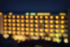 η αφηρημένη εικόνα του θολωμένου ξενοδοχείου νύχτας ανάβει το υπόβαθρο Στοκ Εικόνες