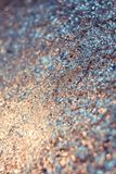 Η αφηρημένη θαμπάδα και η τσαλακωμένη σύσταση φύλλων αλουμινίου για το υπόβαθρο Καλλιτεχνικό ζωηρόχρωμο bokeh στοκ φωτογραφίες