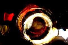 Η αφηρημένη καμμένος κίνηση κύκλων υψηλής ανάλυσης θόλωσε το υπόβαθρο σκοτεινό ζωηρό σε κόκκινο, πράσινος, κίτρινος, μπλε Στοκ Εικόνες