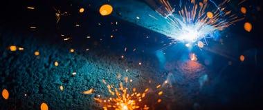 Η αφηρημένη συγκόλληση προκαλεί το ελαφρύ, βιομηχανικό υπόβαθρο Στοκ φωτογραφία με δικαίωμα ελεύθερης χρήσης