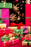 Η αφθονία των ενιαίος-χρωματισμένων Χριστουγέννων παρουσιάζει στοκ εικόνες