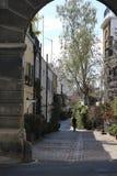 Η αψίδα ανοίγει το δρόμο στις κατοικίες στην περιοχή στοκ εικόνες