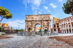 Η αψίδα του Constantine και της άποψης Coliseum στοκ φωτογραφία με δικαίωμα ελεύθερης χρήσης
