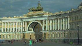 Η αψίδα του Γενικού Επιτελείου Το τετράγωνο παλατιών Άγιος-Πετρούπολη 4K απόθεμα βίντεο
