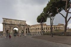 Η αψίδα του Constantine και του Colosseum Στοκ Εικόνα