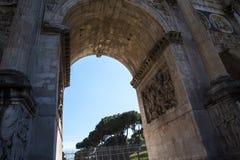 Η αψίδα του Titus στο αρχαίο φόρουμ στη Ρώμη Ιταλία Στοκ φωτογραφία με δικαίωμα ελεύθερης χρήσης