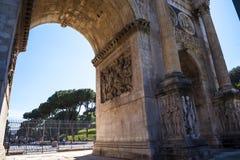 Η αψίδα του Titus στο αρχαίο φόρουμ στη Ρώμη Ιταλία Στοκ Φωτογραφία