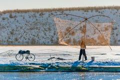 η αλιεία του πάγου βρίσκεται ακριβώς παγιδευμένος χειμώνας zander Στοκ Φωτογραφίες