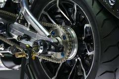 Η αλυσίδα και ο αλυσσοτροχός μοτοσικλετών ζουμ στο αυτοκίνητο παρουσιάζουν γεγονός Στοκ Εικόνα