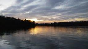 η αλυσίδα καλύπτει την οριζόντια ελαφριά ο λιμνών του Ιλλινόις επιφάνεια ΗΠΑ ηλιοβασιλέματος ουρανού φωτογραφίας λιμνών πορτοκαλι Στοκ εικόνα με δικαίωμα ελεύθερης χρήσης