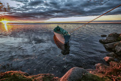 Η βάρκα είναι σχισμένη σε μια πτώση Στοκ εικόνα με δικαίωμα ελεύθερης χρήσης
