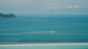 Η βάρκα κινείται γρήγορα θαλασσίως απόθεμα βίντεο