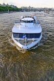 Η βάρκα κρουαζιέρας ποταμών του Τάμεση Στοκ Φωτογραφίες