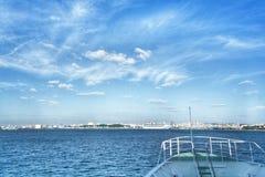 Η βάρκα πηγαίνει στη θάλασσα Στοκ Εικόνες