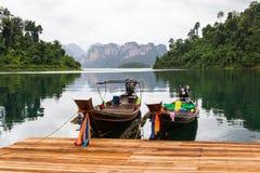 Η βάρκα στη λίμνη χαλαρώνει μέσα την ημέρα Στοκ φωτογραφία με δικαίωμα ελεύθερης χρήσης