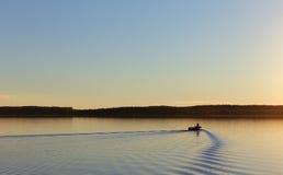 Η βάρκα στη λίμνη Angervoinen Στοκ εικόνα με δικαίωμα ελεύθερης χρήσης