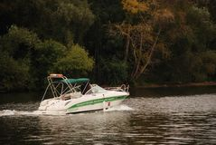 Η βάρκα στον ποταμό Στοκ Εικόνες