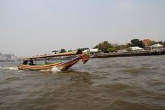 Η βάρκα στον ποταμό στοκ φωτογραφίες