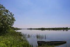 Η βάρκα στο νερό Στοκ φωτογραφίες με δικαίωμα ελεύθερης χρήσης