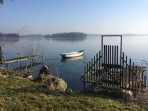 Η βάρκα υπόλοιπου κόσμου σε Plöner βλέπει τη λίμνη Plön Στοκ Εικόνα