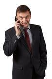 Η βέβαια ώριμη ομιλία επιχειρηματιών πωλεί το τηλέφωνο στο μόριο Στοκ Εικόνες