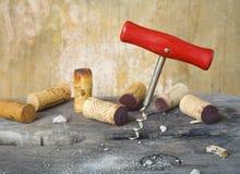 Η βίδα και το κρασί φελλού βουλώνουν Στοκ Εικόνες