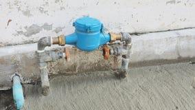 Η βαλβίδα των υδραυλικών νερού έθεσε ένα μέτωπο του σπιτιού στοκ φωτογραφία