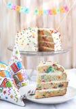 Η βανίλια ψεκάζει το κέικ. Στοκ Εικόνες