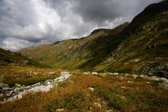 Η βασική καυκάσια κορυφογραμμή στοκ φωτογραφίες