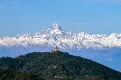 Η βασιλική Superga ιταλικά: Basilica Di Superga και βουνό Monviso που ευθυγραμμίζεται, Τορίνο, Ιταλία στοκ εικόνες