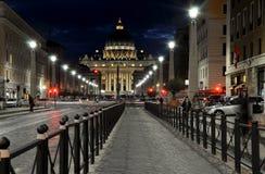 Η βασιλική SAN Pietro σε Βατικανό τη νύχτα Στοκ φωτογραφία με δικαίωμα ελεύθερης χρήσης
