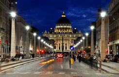 Η βασιλική SAN Pietro σε Βατικανό τη νύχτα Στοκ εικόνες με δικαίωμα ελεύθερης χρήσης