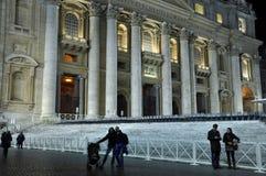 Η βασιλική SAN Pietro σε Βατικανό τη νύχτα Στοκ Εικόνες