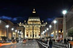 Η βασιλική SAN Pietro σε Βατικανό τη νύχτα Στοκ Φωτογραφία