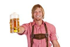 η βαυαρική μπύρα κρατά το πιό  στοκ φωτογραφίες