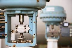Η βαλβίδα ελέγχου πίεσης στο πετρέλαιο και το φυσικό αέριο επεξεργάζεται και ελεγχόμενος από τον έλεγχο λογικής προγράμματος, τον στοκ φωτογραφία με δικαίωμα ελεύθερης χρήσης
