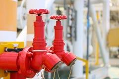 Η βαλβίδα πυρκαγιάς, η εγκατάσταση της πυρασφάλειας, το σύστημα πυρκαγιάς ασφάλειας στη βιομηχανία ή η διαδικασία, εξοπλισμός ασφ στοκ φωτογραφία