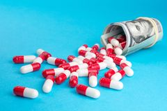 Η βιομηχανία φαρμάκων παίρνει υψηλή στα παχιά κέρδη στοκ φωτογραφία
