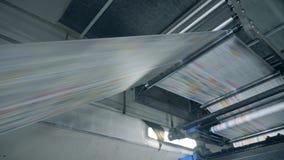Η βιομηχανική μηχανή επανεντοπίζει το διευκρινισμένο στερεό κομμάτι χαρτί απόθεμα βίντεο