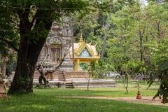 Η βουδιστική αρχιτεκτονική στην παγόδα Wat Damnak, Siem συγκεντρώνει, Καμπότζη Παραδοσιακή khmer παγόδα στο παλαιό πάρκο Στοκ εικόνες με δικαίωμα ελεύθερης χρήσης