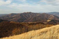 Η βουνοπλαγιά που αγνοεί το όμορφο Καρπάθιο τοπίο φθινοπώρου βουνών στοκ φωτογραφία