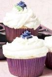 η βουτύρου εύγευστη τήξη cupcake αυξήθηκε Στοκ φωτογραφία με δικαίωμα ελεύθερης χρήσης