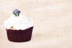 η βουτύρου τήξη cupcake αυξήθηκε τρύγος Στοκ Εικόνες