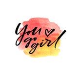 Η βούρτσα που γράφει εσείς πηγαίνει κορίτσι στον παφλασμό watercolor στα κόκκινα και κίτρινα χρώματα Στοκ Εικόνες