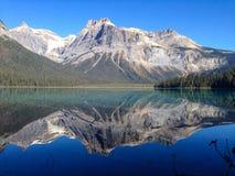 η βρετανική σμαραγδένια λίμνη του Καναδά Κολούμπια εντόπισε το εθνικό yoho πάρκων Στοκ Φωτογραφίες